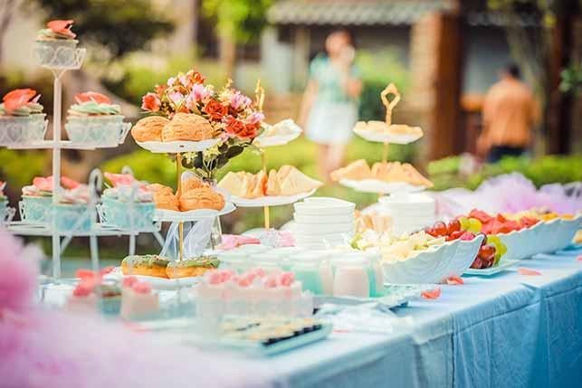 table avec gâteau suivi avec la méthode HACCP