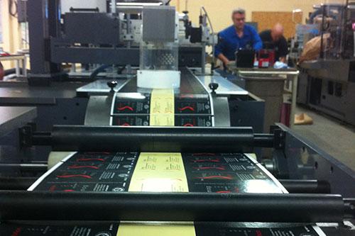 ligne de production avec marquage laser d'étiquettes