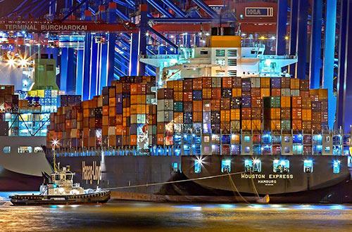 transport de marchandises avec bateau container marqués avec étiquettes SSCC